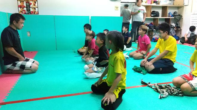 キックボクシングの練習を通じて精神面と肉体面の強化を図っています。
