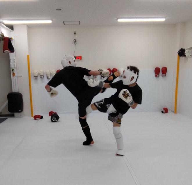 teamYAMATOの一般部も活気が出てきました。キックボクシングを楽しもう。空手経験者歓迎