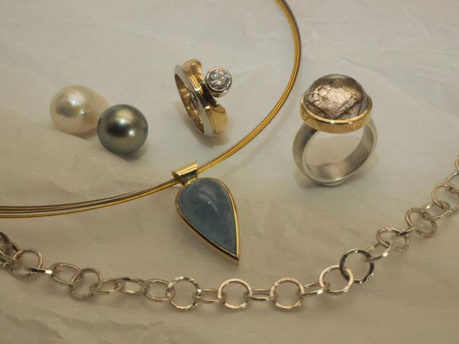 Ringe, Anhänger, Collier, Perlen
