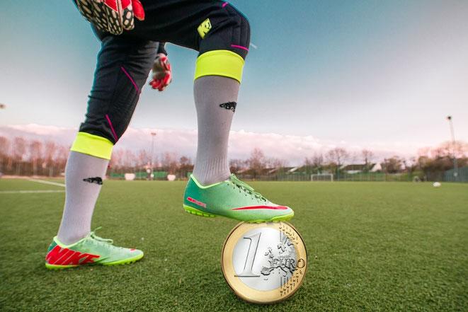 freaky finance, Torwart, Euro, Fussball, Manuel Neuer, Stadion, Fussballplatz, Rasen, Passen, Spielen