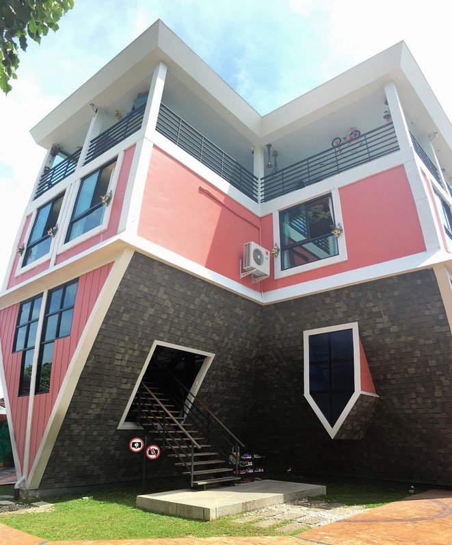 freaky finance, freaky travel, The Upside Down House , Phuket, umgedrehtes Haus