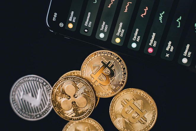 freaky finance, Kryptowährungen, Bitcoin, Ethereum, Litecoin, Ripple, Blockchain, 6 Token, Handydisplay