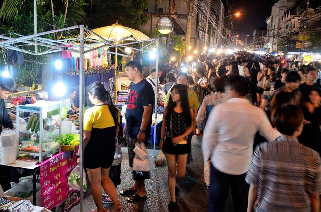 freaky finance, freaky travel, Saturday Night Market, Chiang Mai