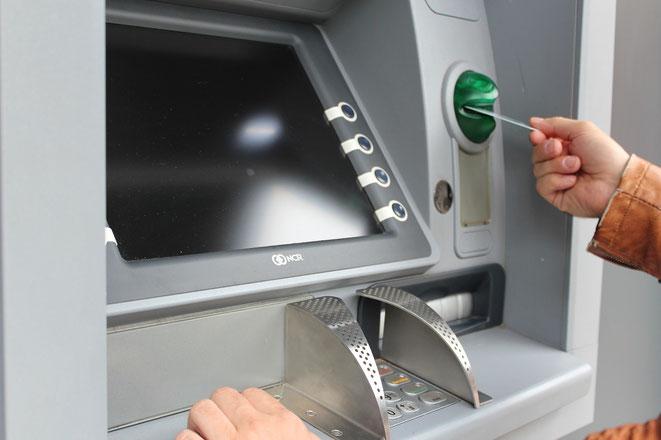 freaky finance, Bankautomat, Hand, Geldkarte
