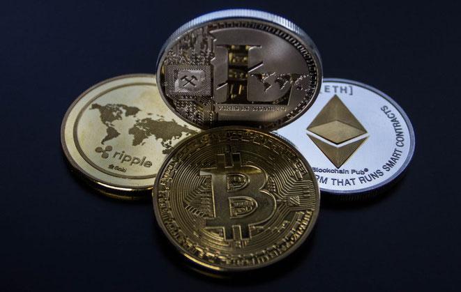 freaky finance, Kryptowährungen, Bitcoin, Ethereum, Litecoin, Ripple, Blockchain, 4 Token, Handydisplay