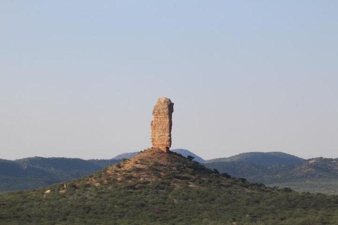 freaky travel, Gastartikel, Reiseberichte, Afrika, Namibia, Vingerklip Lodge, TOP, Tipps, Orte, Stadt, freaky finance, Berge, Sonne, Natur, Hügel