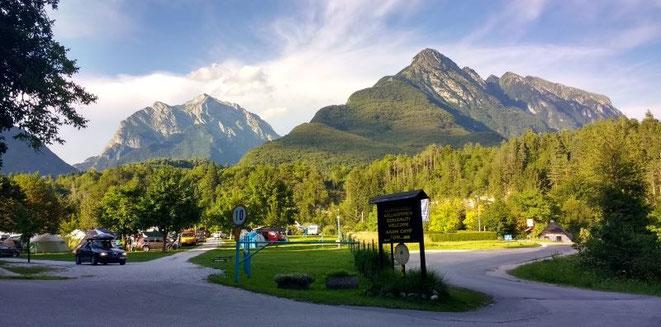 freaky travel, Reisen, TOP 5, Kroatien, Slowenien, Soca Tal, Tour, Toptipps, Camping, Wohnwagen, Ausblick, Sonne, Ruhe, Berg, Tal, Grün, Wald
