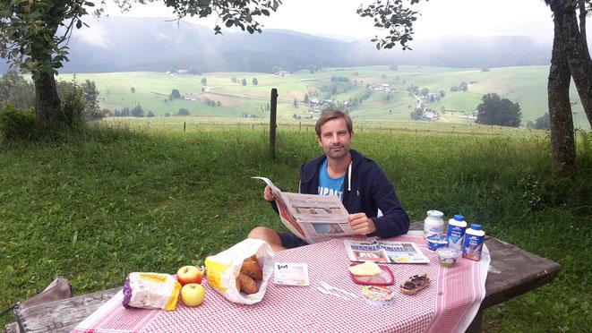 freaky travel, freaky finance, Frühstück, Berg, Schauinsland, 1302m, Zeitung