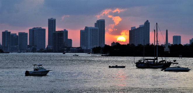 freaky travel, freaky finance, Meer, Skyline, Miami, Sonnenuntergang, Boote