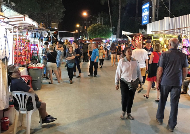 freaky finance, freaky travel, Chiang Mai Night Bazaar