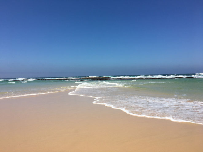 freaky finance, freaky travel, der Finanzfisch, Gastartikel, Sardinia Bay Beach, Strand, Meer, blauer Himmel