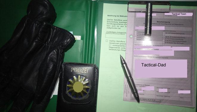 Den Wuben TP10 Tactical Pen kann man zum Leuchten nicht nur an der Kleidung befestigen, man kann ihn dafür auch trennen und die Lampe an die Schreibklatte klemmen.