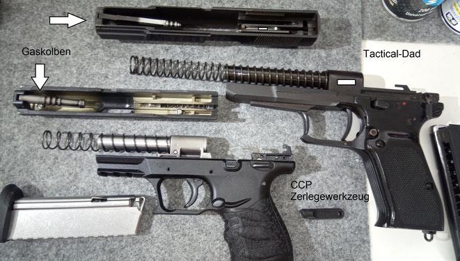 Die Walther CCP und die Norinco 77B im Vergleich. Beide Pistolen haben einen gasgebremsten Massenverschluss.