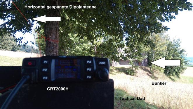 Mein neues CRT2000H CB-Funkgerät, mit Dipol Drahtantenne an einem schweizer Bunker.