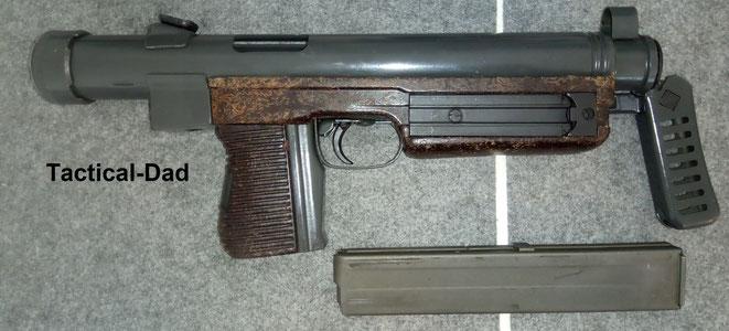 Teilesatz einer Deko VZ26 Maschinenpistole. Lauf und Verschluss fehlen. Der Abzug ist verschweißt. Das Magazin wird ein verbotener Gegenstand und vermutlich auch das Gehäuse.