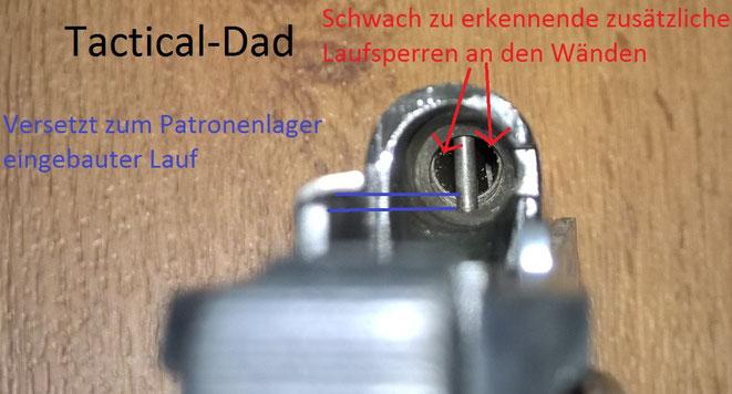 Laufsperre der Walther PP. Deutlich zu sehen ist der Versatz Patronenlager-Lauf. Sollte ein Geschoss aus dem aufgebohrtem Lauf verschossen werden platzt der ganze Lauf einfach ab.