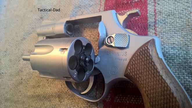 Der HW88 Airweight Revolver von Arminius / Weihrauch. Um die Trommel auszuschwenken sollte man die Trommel etwas nach hinten ziehen.