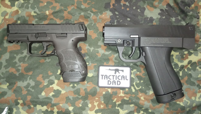Größenvergleich zwischen der H&K SFP9-SK und der First Strike FSC Pistole.