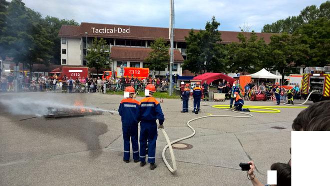Den Kindern wird natürlich auch der Brandschutz näher gebracht. Z.B. durch den Besuch beim Tag der offenen Tür von Hilfsorganisationen.