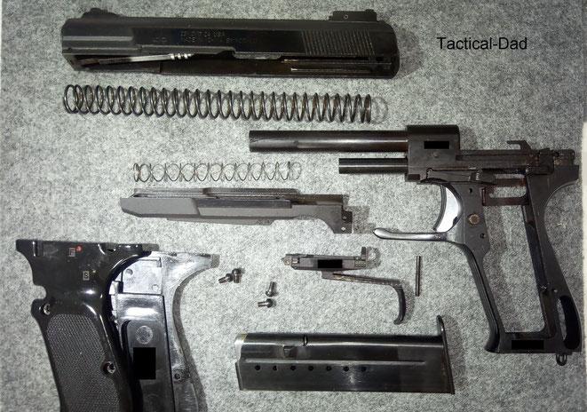 Hier seht Ihr die Norinco Pistole sehr weit zerlegt. Die Verarbeitung ist einwandfrei und es gibt daran nichts auszusetzen.