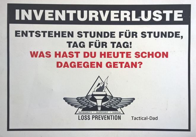 Der Konzern der uns beauftragte hatte ein sehr amerikanisches Weltbild. In den Anfangszeiten als sie in Deutschland tätig wurden mussten die Mitarbeiter morgens antreten, eine Fahne hissen und ein Liedchen singen...