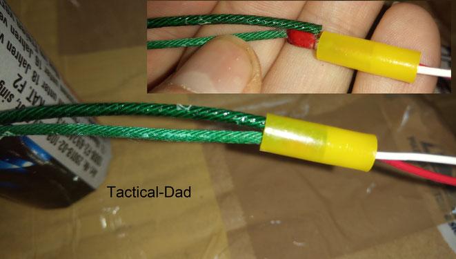 Es gibt unterschiedlichste Methoden um Elektrozünder mit der Visco Zündschnur zu verbinden. Man muss aber immer alles sicher mit Klebeband verbinden.