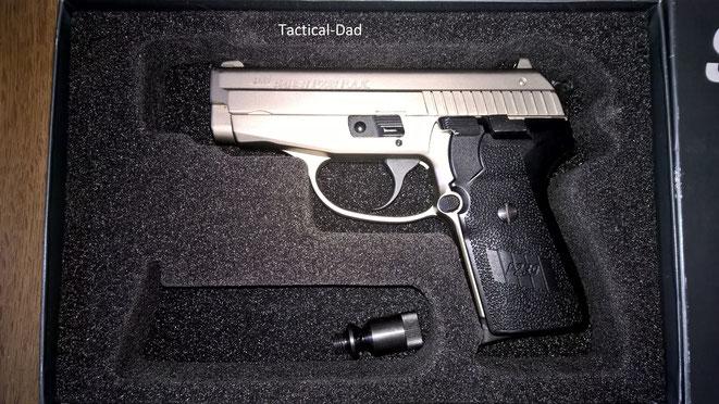 Die Sig Sauer 239 Schreckschusspistole wurde im selben Karton geliefert wie die scharfen Pistolen.