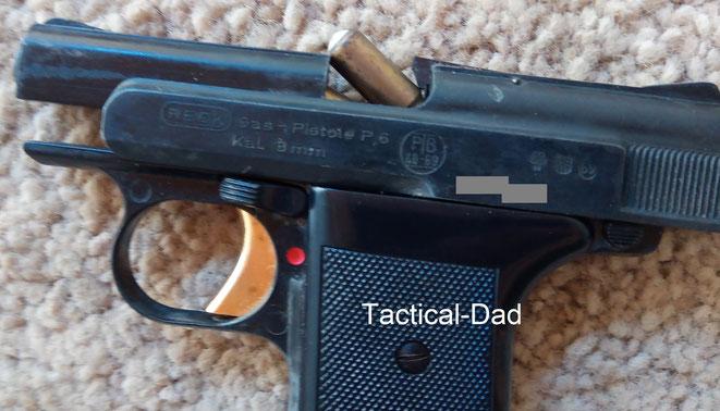 """Das Maximum was die Reck P6 mit der """"600 Bar"""" Munition mit weißer Kunststoffkappe schaffte, war diese Ladehemmung. Weiter bewegte sich der Verschluss beim Schuss nicht."""