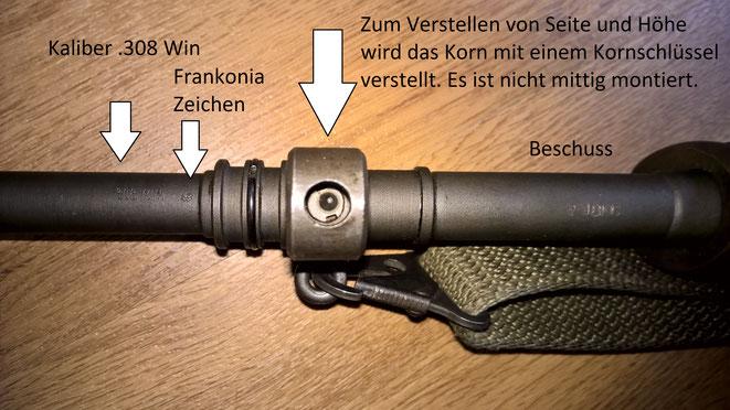 Viele Beschriftungen wurden von Frankonia, als wichtigster Händler dieses Gewehrs, oben auf dem Lauf angebracht.