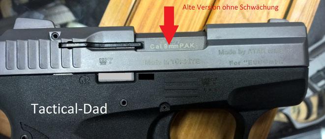 Genau an der Stelle befindet sich bei den neuen Versionen der Zoraki 906 eine tiefe Rille als Schwächung. Dies soll die Waffe bei einem Ausbauversuch des Laufes zerstören.