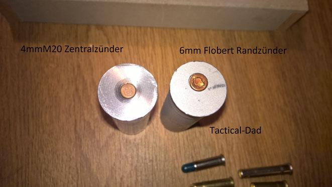 Da 4mmM20 Zentralzünder sind ist der Lauf mittig. Bei den 6mm Randzündern ist der Lauf versetzt.