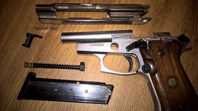 Die zerlegte Valtro 85 Combat Gaspistole mit PTB.