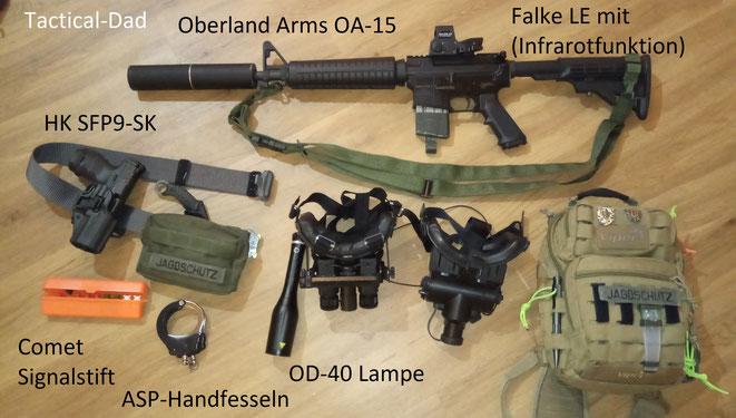 Auch diesmal haben wir eine umfangreiche Ausrüstung. Zu meinem Oberland Arms Halbautomaten haben wir mehrere Nachtsichtgeräte.