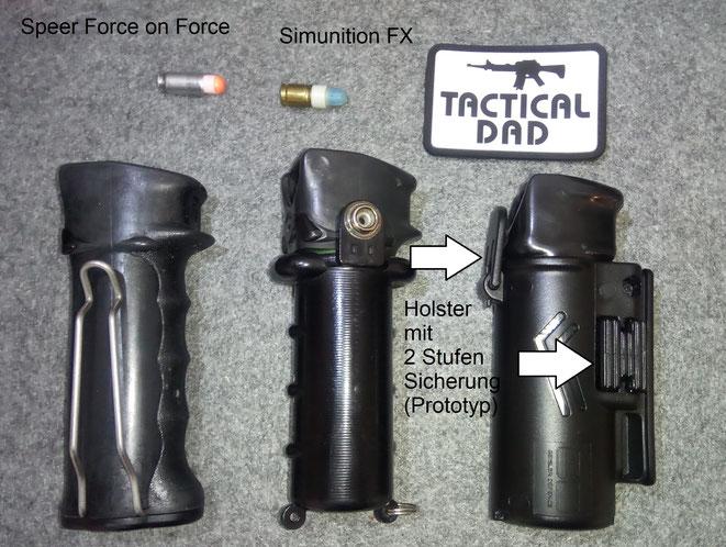 """Der Pfeffersprayhalter rechts ist ein Prototyp von Geisler Defence. Er verfügt über zwei Sicherungen, hat jedoch noch einige """"Kinderkrankheiten""""."""