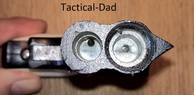 In beiden Mündungen sind 9mm Abschussbecher integriert, im oberen auch ein 15mm Becher.  Die Gasdurchlässe sind etwas schief gegossen.