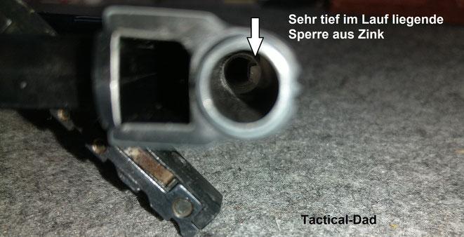 Die Laufsperre der Walther UP1 liegt etwa 38mm tief und ist lediglich eine winzige Schiene aus Zink.