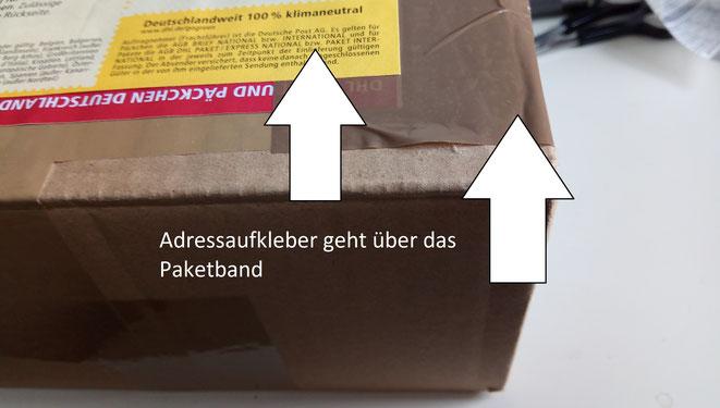 Solche Kleinigkeiten können evtl. verhindern, dass ein Postmitarbeiter das Klebeband aufschneidet, rein schaut und es neu zu klebt.