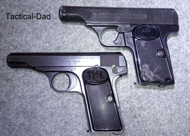 Die FN1910 in 9mm kurz links und die Geco 1910 Schreckschusspistole in 8mm rechts mit der PTB-Nummer 352.