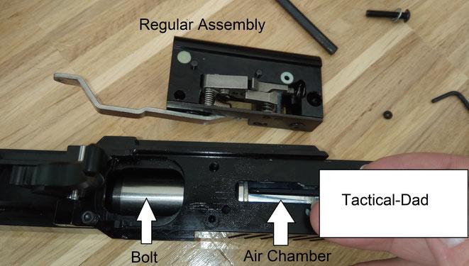 Die zerlegte Lauf, Verschluss und Abzugsmechanik der First Strike FSC Pistole.