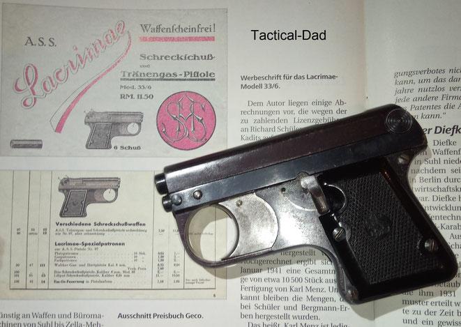 Zwei Gaspistolen komplett aus Stahl. Oben ist die sehr seltene ASS 33/6 Lacrimae Pistole. Unten die EM-GE Mod. 2 in 6mm.