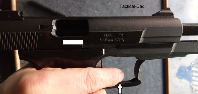 Durch die Formgebung der Norinco 77B Pistole ist es leider sehr schwer den Zeigefinger richtig auf dem Abzug zu positionieren. Er liegt fast immer unten auf, was beim Schuss Schmerzen im Finger verursacht.
