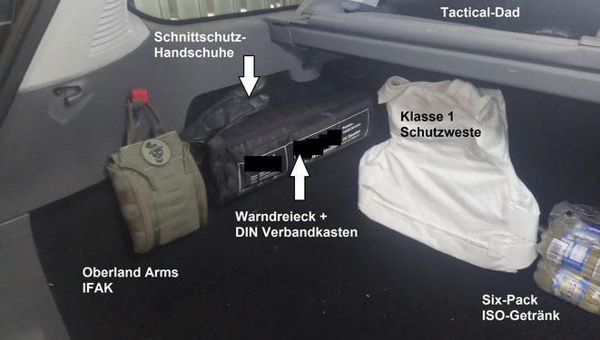 IFAK, Erste Hilfe Set nach DIN Norm, Schnittschutzhandschuhe für Unfälle, eine Schutzweste und was zu trinken. Weitere Ausrüstung ist in der Reserveradmulde.