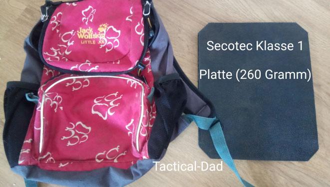 So eine Kevlarplatte von Secotec kostet nicht viel und wiegt nur 260 Gramm. Damit kann man z.B. sehr einfach einen Schulranzen oder ein Klemmbrett Kugelsicher aufrüsten.