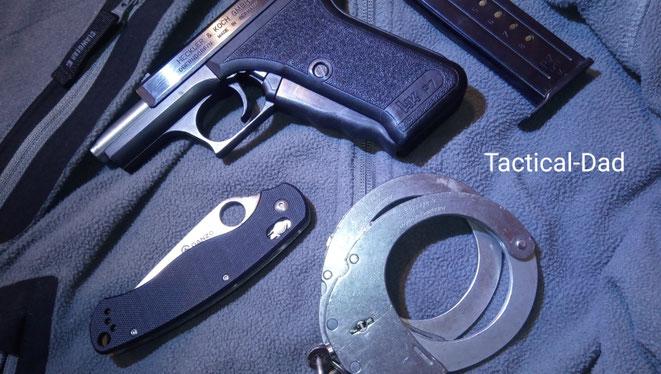 Das Ganzo G729 ist eine Kopie des Spyderco para-Military 2. Die Qualität dieses 15 Euro Messers ist nicht nur sehr gut, es kann sogar locker mit den originalen Spyderco Messern mithalten (beim Klick auf das Bild kommst du zum Bericht über die H&K P7).