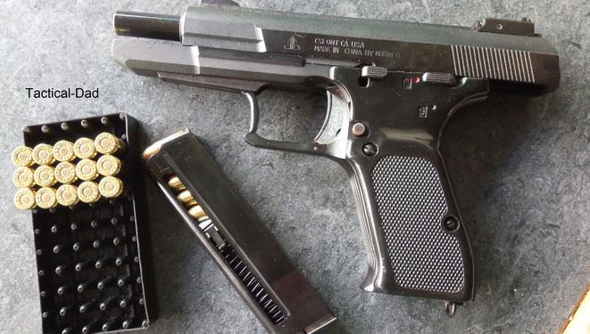 Die Norinco 77b Einhandpistole in 9mm Parabellum.