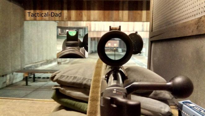 Die Mauser M12 mit Trijicon Zielfernrohr und SeeAll Open Sight als Notvisier.
