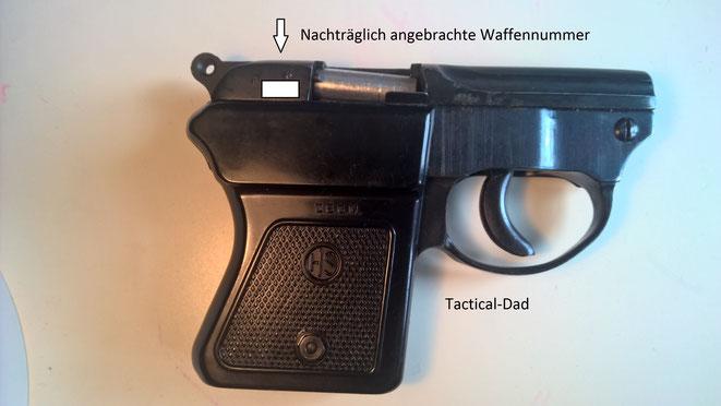 An meiner HS4 Schreckschusspistole wurde nachträglich, auf Wunsch meines SB, eine Waffennummer angebracht.
