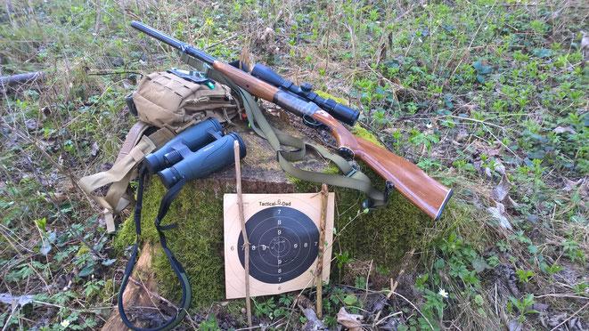 Beim Einschießen der Atlas Bockbüchsflinte im Wald (Jägern ist das Ein- und Anschießen im Revier erlaubt)