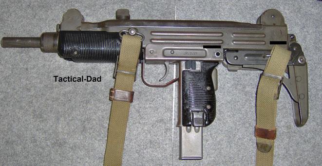 Meine Deko UZI der IDF (israelische Armee) habe ich sehr günstig bei ZIB Militaria gekauft.