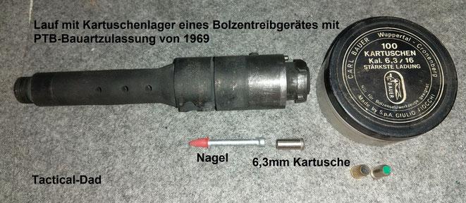 Vor 50 Jahren hat die PTB nicht nur Bolzenschubgeräte, sondern auch ein paar Bolzentreibgeräte zugelassen. Der Nagel und die Kartusche werden von hinten in den Lauf geladen.